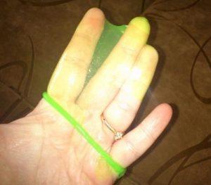 Contex Glowing зеленый на руке